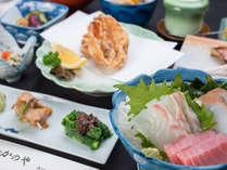 *【夕食一例】海に近い宿ならではの新鮮なお刺身は美味♪
