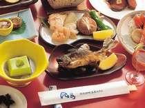 新館の夕食。名物オショロコマを中心とした料理(写真は一例です。)