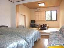ベッドの洋間と和室の2間でゆったりくつろげます