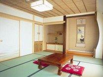 【ぼたん間】。各お部屋は明るく、畳は新しく、窓は2箇所あり、のんびりくつろげます。