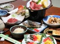 ある日の夕食。牛と新鮮な野菜の陶板、いもなます、竹の子の煮物、などいろいろお楽しみに。