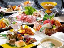 """""""季節の旬""""を、見目・味・香りなど、【五感で楽しめるお料理】 にし、お席にお運びいたします"""