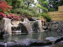 四季折々の表情を楽しめる露天風呂。