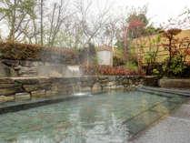 *露天風呂/大理石で作った贅沢な浴場です。