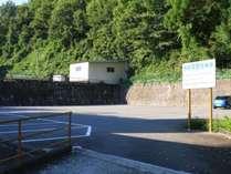 ゲレンデからすぐ!宿泊者はチェックインの早朝~チェックアウトの夕方まで駐車無料です。