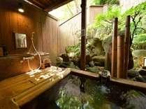 坪庭を眺めながらゆっくりをお風呂をお楽しみください。