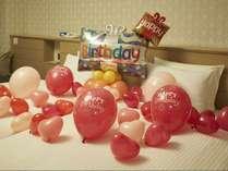 バルーンで部屋を飾りつけして記念日のお祝いを