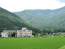 *雄大な大自然を一望できる閑静な山あいの一軒宿。