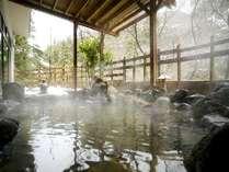 露天風呂渓流の音を聞きながら、ごゆっくりと。