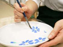 【絵付け体験】九谷焼発祥の地で、自分だけのお皿を描こう!