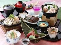 豚肉と鶏団子鍋と魚介のいしる焼きの入った「春のスタンダード会席」プラン