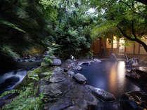 川のせせらぎを聞きながら温泉を楽しんでください