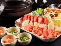 熊本産の牛・豚・鶏肉が味わえる寄せ鍋