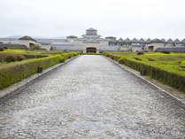 *【外観】広大な敷地に佇む、石造りの当館。