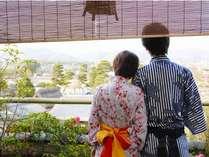 ☆嵯峨野の風景を一望できる碧川閣の客室。大切な人と、いつまでも眺めていたい。