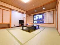 *和室12畳/潮騒を聴きながらのんびりとお寛ぎいただけるお部屋。