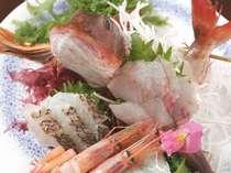 *お刺身の盛り合わせ。新鮮な海の幸をたっぷりご堪能下さい