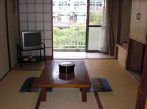 渓流沿いの和室です。