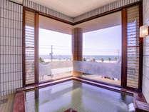 *大浴場/天然温泉より優れた炭酸泉に浸かり、癒しのひと時を存分にご堪能下さい。
