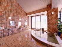 """*大浴場/""""美の泉""""と称される純粋な炭酸泉。お肌の若返りや老化防止に極めて優れています。"""
