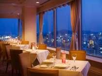 徳島市街の景観を眺めながらの食事は格別。