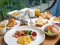 焼き立てクロワッサンが人気の朝食ビュッフェ