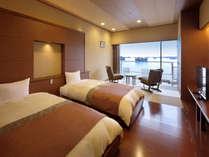 芭蕉亭(最上階4階)のベッドルーム「もみじ」。お部屋から松島の景色をお楽しみ下さい。