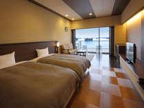 芭蕉亭(最上階4階)のベッドルーム「さくら」。お部屋から松島の景色をお楽しみ下さい。
