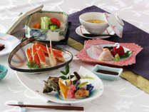 旬菜会席膳(テーブル料理)地産の「海・山の幸」をご堪能下さい。