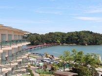 お部屋から福浦橋の眺め