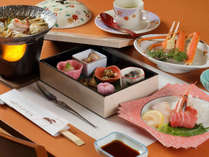 お席には旬の和食会席膳をご用意。(時期により内容はかわります)