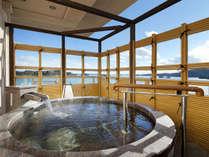 客室露天風呂からはオーシャンビューの絶景をお楽しみください。