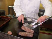 夕食 オープンキッチン実演料理 牛ステーキ