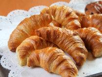 朝食ヴュッフェ料理の一例カリカリクロワッサン