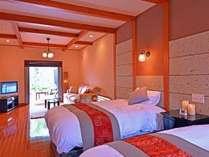 【蓮 ~ren~】   ベッドのヘッドボードは地元大谷石の洒落た設えに・・・和×アジアンの空間