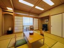 最大6名様まで収容できる快適サイズの和室10畳♪サプライズ!眼下に広がる須磨海岸(●^o^●)