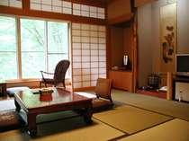 湯川渓谷が望める景色のいいお部屋
