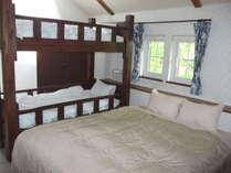ファミリーAルーム寝室