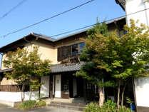 久楽の建物は元々、遊郭として営業していたお店。建物の一部や石垣は当時の姿をそのまま利用しています。