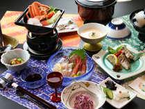 ◆【お気軽膳一例】ズワイガニと季節の野菜タップリのあったか海鮮鍋がメインのコース。