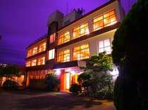 大正3年創業。家族4代で支えてきた、鴨川温泉 ホテル中村。