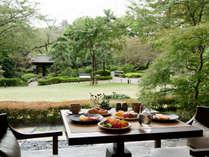 「クラブラウンジ 花雅」では、和・洋のメニューをブッフェスタイルで朝食をご用意いたします。