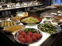 【朝食】バイキングコーナーイメージ 瑞々しい信州高原野菜(春~初秋)