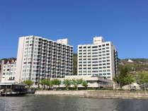 【全景】温泉街で最も湖側に建つ抜群の立地