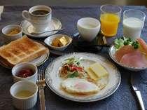 朝食メニュー【ボリュームいっぱいで人気の洋食】 ★★和食プランも好評★★ はちみつ入りヨーグルト付。