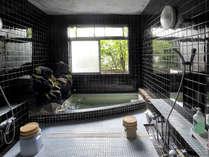 男性風呂【天然活性ミネラルの湯の滑らかな肌触りをお楽しみください。朝も6時から入浴可】