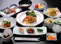 旬食材を使った季節の和食会席です(ご夕食一例)
