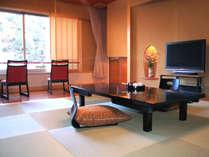 """寛ぎの""""和""""の空間。離れ特別室「ほまち庵」の和室です。"""