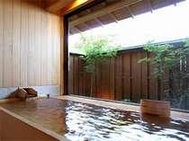 貸切露天風呂 二人静(ふたりしずか)ひのきとひば、木のお風呂です。
