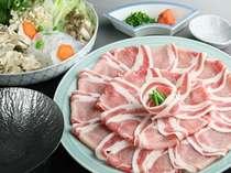 【もちぶたしゃぶしゃぶプラン】肉はお替り自由。上質な脂の旨みをご賞味ください。